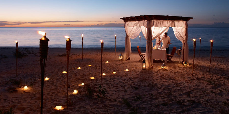 gazebo_dinner_on_the_beach_1000x600